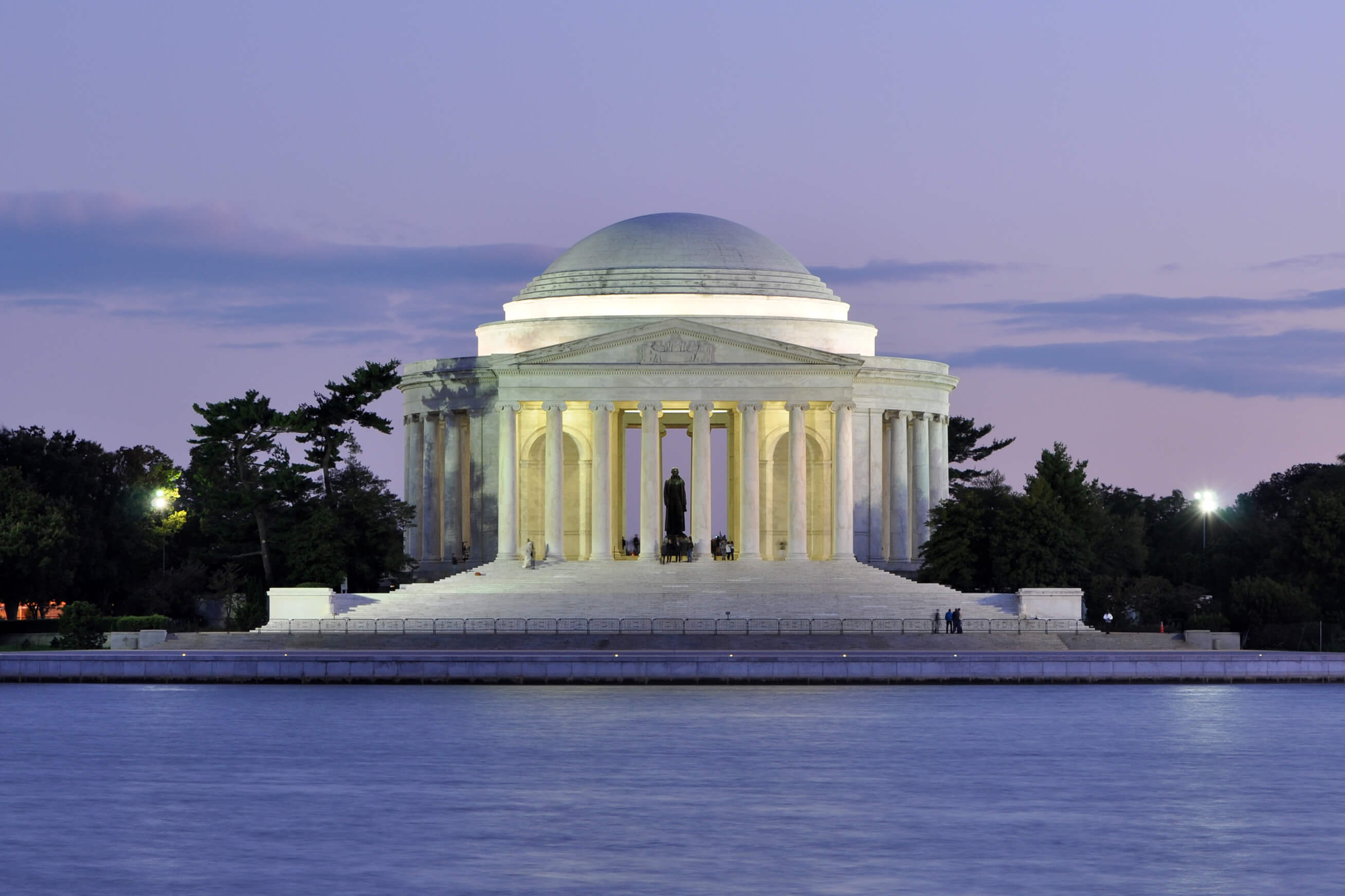 Jefferson_Memorial_At_Dusk_1.jpg